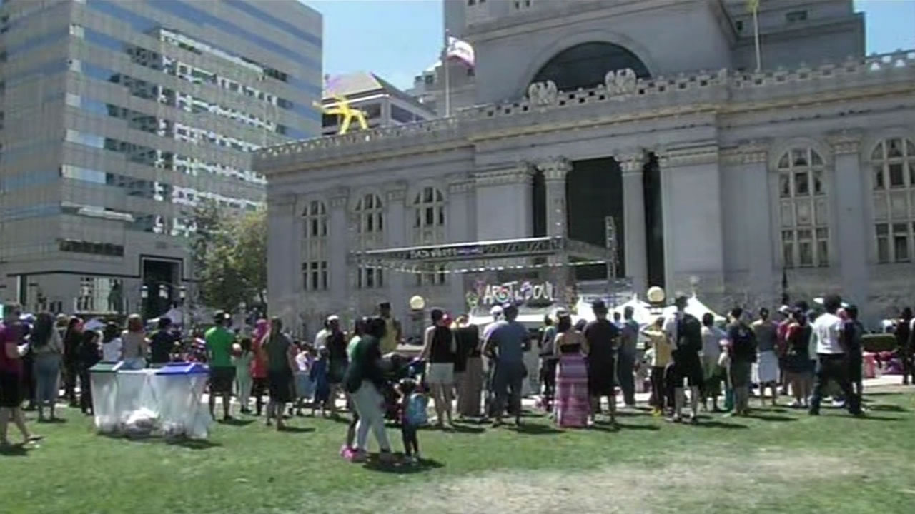 This image shows the Art and Soul Festival in downtown Oakland in 2015.