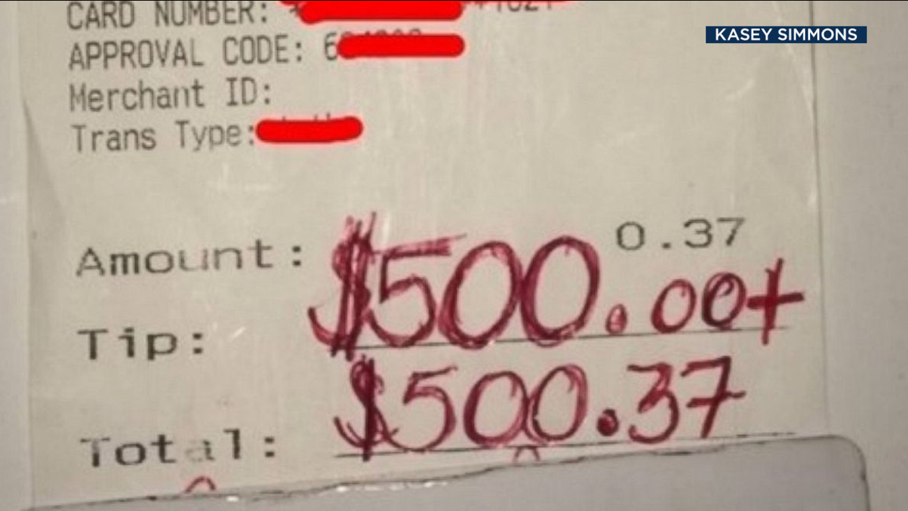 A receipt shows a $500 tip given to Texas Applebee's waiter, Kasey Simmons.