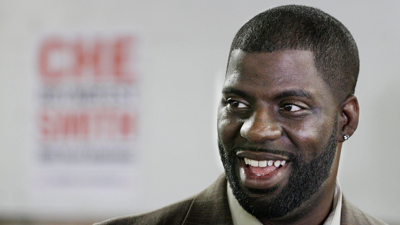 Rhymefest robbed at gunpoint in Chicago, tweets about it