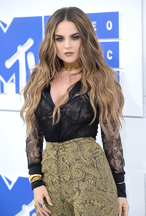 "<div class=""meta image-caption""><div class=""origin-logo origin-image ap""><span>AP</span></div><span class=""caption-text"">JoJo arrives at the MTV Video Music Awards at Madison Square Garden on Sunday, Aug. 28, 2016, in New York. (Evan Agostini/Invision/AP)</span></div>"