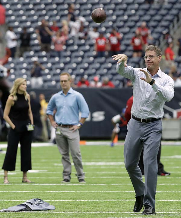 "<div class=""meta image-caption""><div class=""origin-logo origin-image none""><span>none</span></div><span class=""caption-text"">Former Dallas Cowboys quarterback Troy Aikman, right, throws before an NFL preseason football game (AP Photo/Jeff Roberson) (AP)</span></div>"