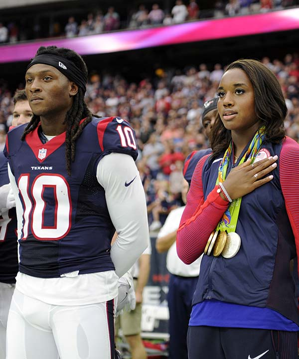 "<div class=""meta image-caption""><div class=""origin-logo origin-image none""><span>none</span></div><span class=""caption-text"">Olympic gold medalist Simone Manuel, center, stands with the Houston Texans for the national anthem prior to an NFL preseason football game (AP Photo/Jeff Roberson) (AP)</span></div>"