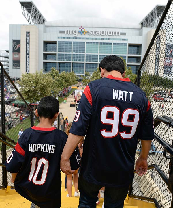 "<div class=""meta image-caption""><div class=""origin-logo origin-image none""><span>none</span></div><span class=""caption-text"">Houston Texans fans arrive at NRG Stadium for an NFL preseason football game between the Houston Texans and the Arizona Cardinals (AP Photo/George Bridges) (AP)</span></div>"