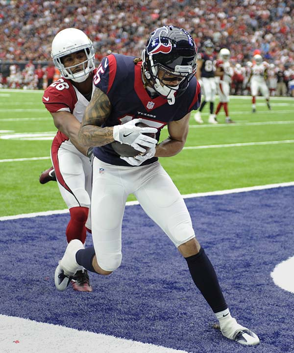 "<div class=""meta image-caption""><div class=""origin-logo origin-image none""><span>none</span></div><span class=""caption-text"">Houston Texans wide receiver Will Fuller (15) makes a catch for a touchdown as Arizona Cardinals cornerback Brandon Williams (26) defends the play (AP Photo/Eric Christian Smith) (AP)</span></div>"