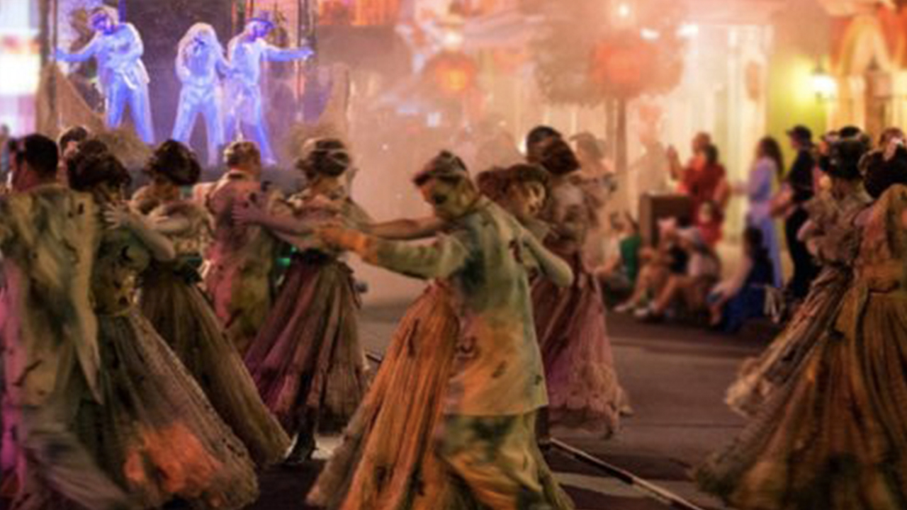 The New Frightfully Fun Parade Will Haunt Mickey S Halloween Party At Disneyland This Year Abc7 Los Angeles