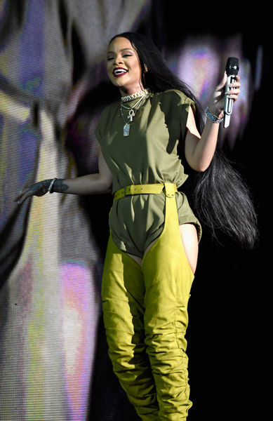 "<div class=""meta image-caption""><div class=""origin-logo origin-image wpvi""><span>WPVI</span></div><span class=""caption-text"">Rihanna performs onstage during the 2016 Budweiser Made in America Festival at Benjamin Franklin Parkway on September 3, 2016 in Philadelphia, Pennsylvania. (Photo by Kevin Mazur/Getty Images for Anheuser-Busch)</span></div>"