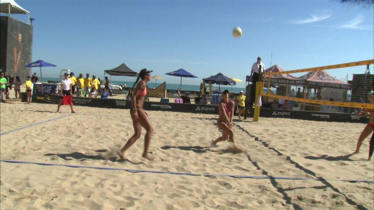 Beach volleyball tournament wraps up at Oak Street Beach