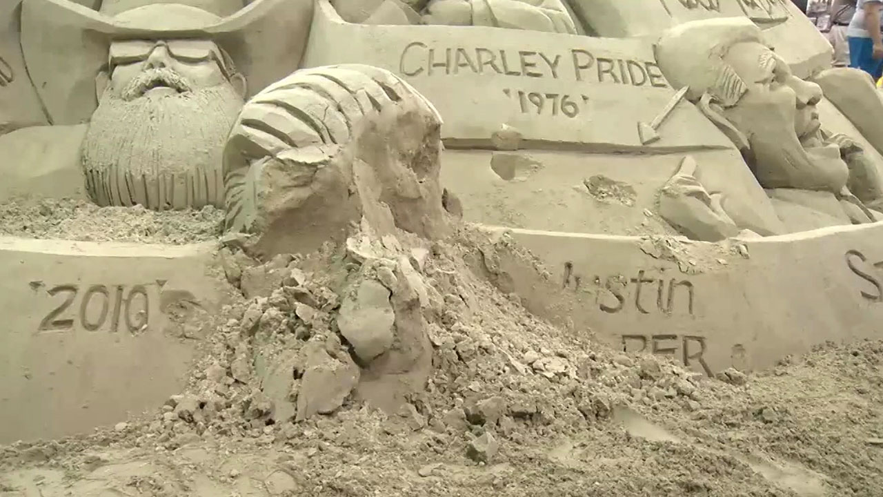 A sand sculpture featuring Justin Bieber's face was smashed after a vandal threw themselves on it at the New York State Fair.
