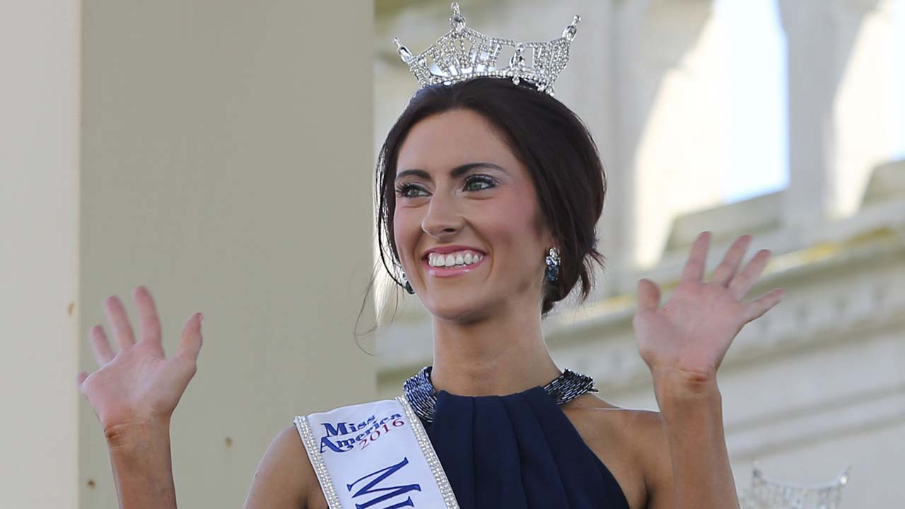 Miss Missouri, Erin O'Flaherty waves as she is introduced during Miss America Pageant arrival ceremonies in Atlantic City