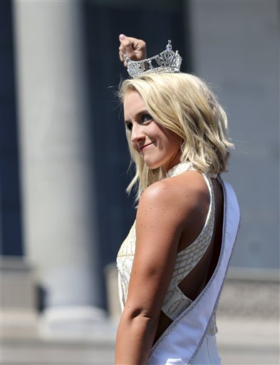 """<div class=""""meta image-caption""""><div class=""""origin-logo origin-image none""""><span>none</span></div><span class=""""caption-text"""">Miss Utah, Lauren Wilson waves as she is introduced during Miss America Pageant arrival ceremonies Tuesday, Aug. 30, 2016, in Atlantic City. (AP)</span></div>"""