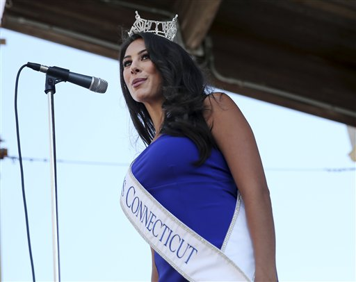 """<div class=""""meta image-caption""""><div class=""""origin-logo origin-image none""""><span>none</span></div><span class=""""caption-text"""">Miss Connecticut, Alyssa Rae Taglia is introduced during Miss America Pageant arrival ceremonies Tuesday, Aug. 30, 2016, in Atlantic City. (AP)</span></div>"""
