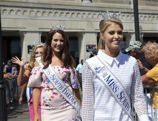 "<div class=""meta image-caption""><div class=""origin-logo origin-image none""><span>none</span></div><span class=""caption-text"">Miss South Carolina, Rachel Wyatt is introduced during Miss America Pageant arrival ceremonies Tuesday, Aug. 30, 2016, in Atlantic City. (AP)</span></div>"