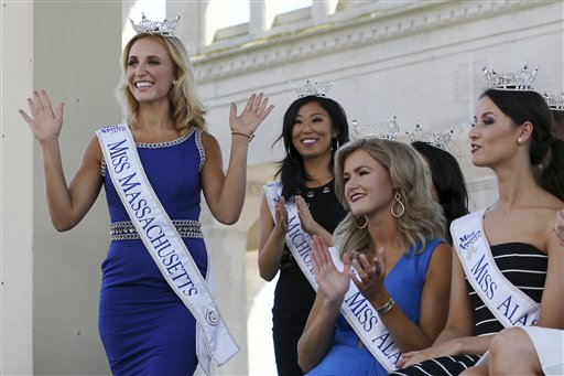 "<div class=""meta image-caption""><div class=""origin-logo origin-image none""><span>none</span></div><span class=""caption-text"">Miss Massachusetts, Alissa Musto waves as she is introduced during Miss America Pageant arrival ceremonies Tuesday, Aug. 30, 2016, in Atlantic City. (AP)</span></div>"