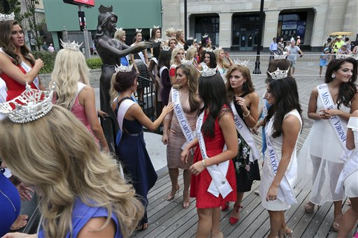 "<div class=""meta image-caption""><div class=""origin-logo origin-image none""><span>none</span></div><span class=""caption-text"">Miss America Pageant contestants gather around a statue during arrival ceremonies Tuesday, Aug. 30, 2016, in Atlantic City. (AP)</span></div>"