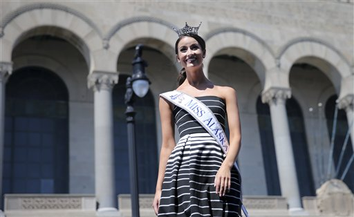 """<div class=""""meta image-caption""""><div class=""""origin-logo origin-image none""""><span>none</span></div><span class=""""caption-text"""">Miss Alaska, Kendall Bautista is introduced during Miss America Pageant arrival ceremonies Tuesday, Aug. 30, 2016, in Atlantic City. (AP)</span></div>"""