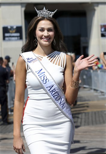 "<div class=""meta image-caption""><div class=""origin-logo origin-image none""><span>none</span></div><span class=""caption-text"">Miss Arizona, Katelyn Niemiec waves during Miss America Pageant arrival ceremonies Tuesday, Aug. 30, 2016, in Atlantic City. (AP)</span></div>"