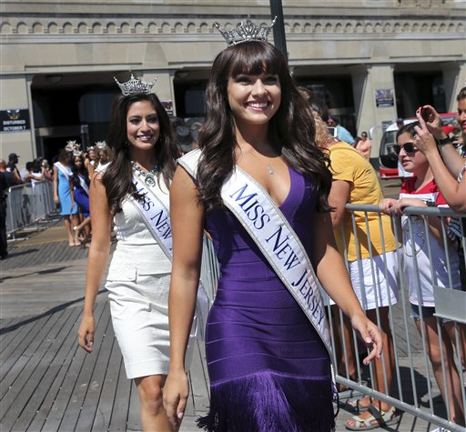 """<div class=""""meta image-caption""""><div class=""""origin-logo origin-image none""""><span>none</span></div><span class=""""caption-text"""">Miss New Jersey, Brenna Weick is introduced during Miss America Pageant arrival ceremonies Tuesday, Aug. 30, 2016, in Atlantic City. (AP)</span></div>"""