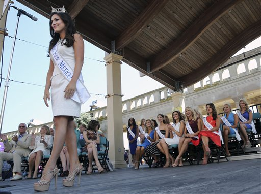 "<div class=""meta image-caption""><div class=""origin-logo origin-image none""><span>none</span></div><span class=""caption-text"">Miss New Mexico, Stephanie Chavez is introduced during Miss America Pageant arrival ceremonies Tuesday, Aug. 30, 2016, in Atlantic City. (AP)</span></div>"