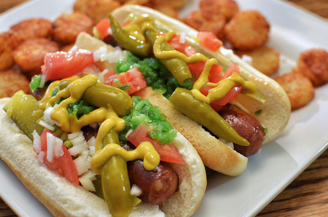 """<div class=""""meta image-caption""""><div class=""""origin-logo origin-image """"><span></span></div><span class=""""caption-text"""">CHICAGO: Yellow mustard, relish, chopped onion, tomato slices, spicy pickled green peppers, a pickle spear, and a dash of celery salt. Most importantly, NO KETCHUP! (Flickr/jeffreyw)</span></div>"""