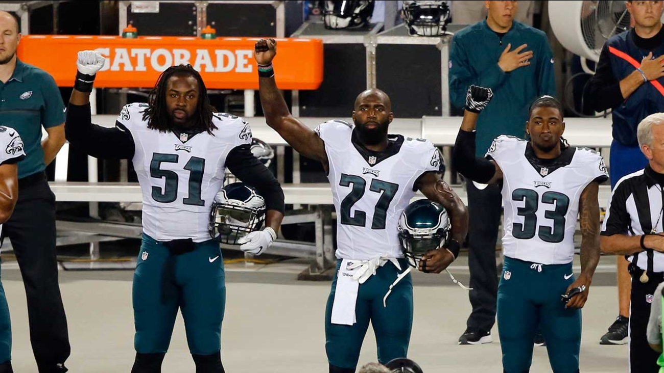 3 Eagles players protest during national anthem