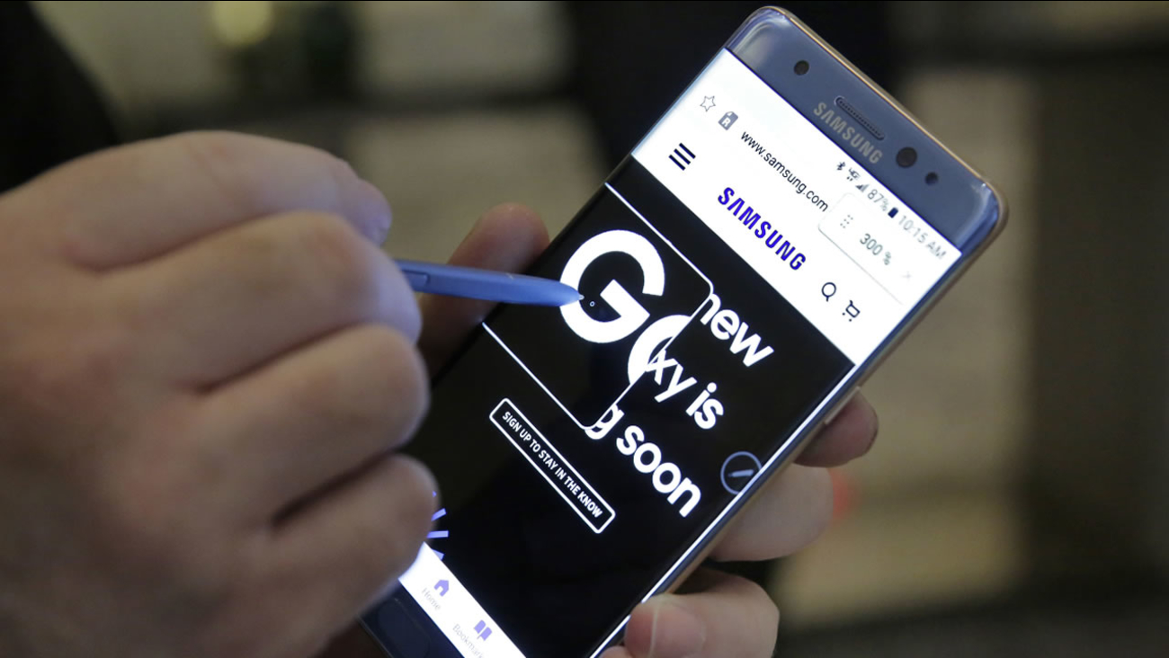 In this July 28, 2016, file photo, a screen magnification feature of the Samsung Galaxy Note 7 is demonstrated, in New York.