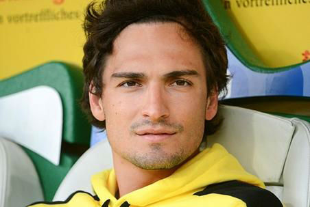 """<div class=""""meta image-caption""""><div class=""""origin-logo origin-image """"><span></span></div><span class=""""caption-text"""">GERMANY: Mats Hummels has got a bit of an Orlando Bloom vibe going on, and we can't say that we mind.</span></div>"""