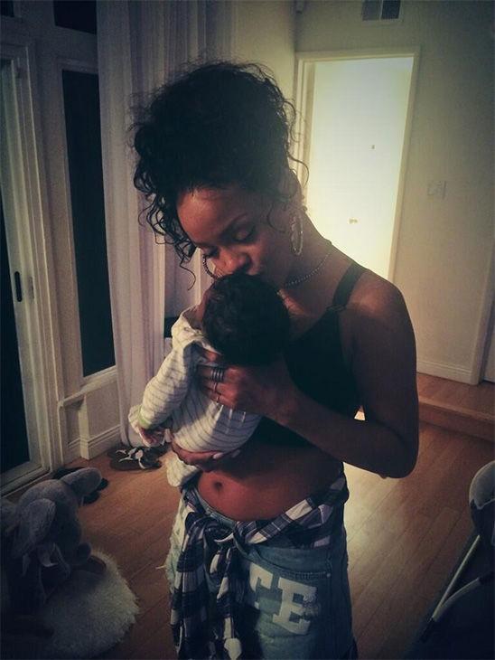 "<div class=""meta image-caption""><div class=""origin-logo origin-image ""><span></span></div><span class=""caption-text"">Rihanna with her baby niece. Caption: <3. (@rihanna / Twitter)</span></div>"