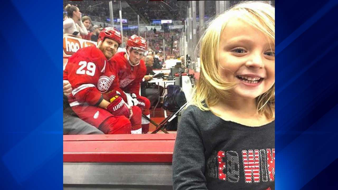 Cutest photobomb at Blackhawks-Red Wings game