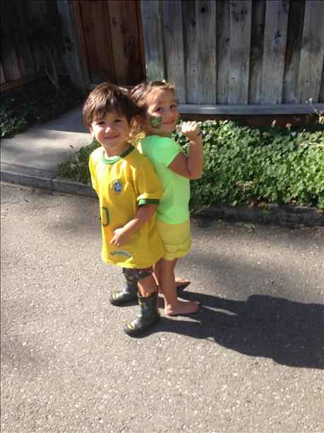 "<div class=""meta image-caption""><div class=""origin-logo origin-image ""><span></span></div><span class=""caption-text"">Davi and Sophia are ready for the World Cup!  Keep sending in your World Cup fan photos! (photo submitted by Barbara Simas via uReport)</span></div>"