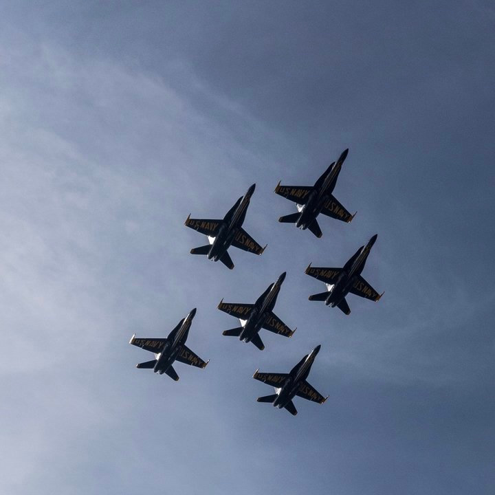 "<div class=""meta image-caption""><div class=""origin-logo origin-image none""><span>none</span></div><span class=""caption-text"">The Navy's Blue Angels are seen flying over the San Francisco Bay during the Air Show on Oct. 7, 2016. Tag your photos #abc7now for a chance to be featured. (@SBUX75DEVILDOG/Twitter)</span></div>"