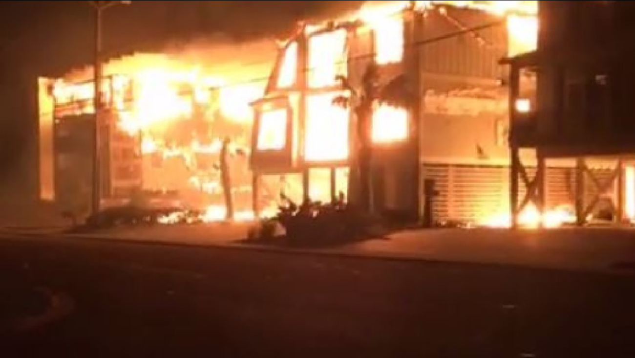 Multiple buildings on fire in Cherry Grove, S.C.