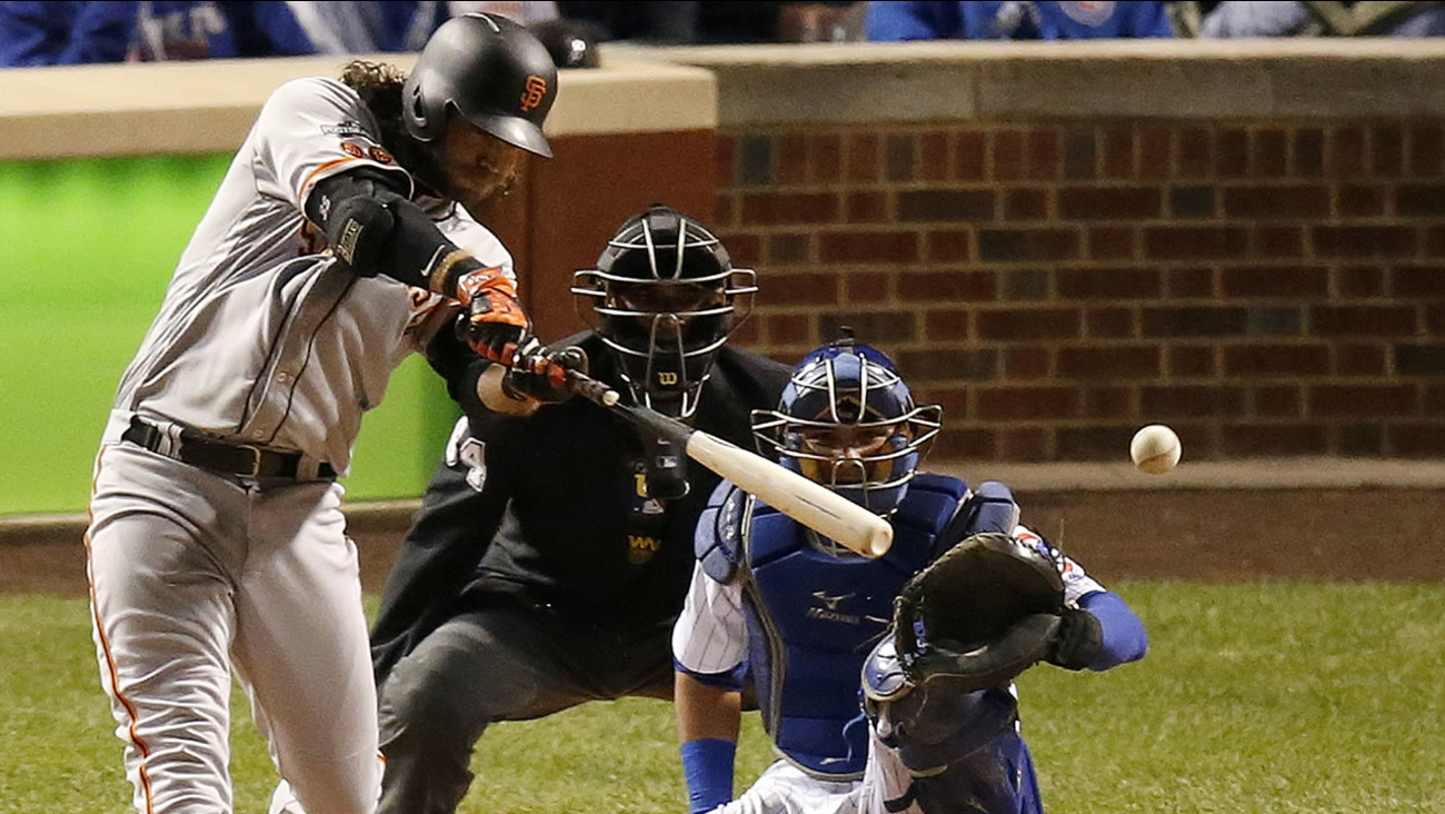 San Francisco Giants' Brandon Crawford (35) hits a single in Game 2 of baseball's National League Division Series against the Chicago Cubs, Saturday, Oct. 8, 2016.