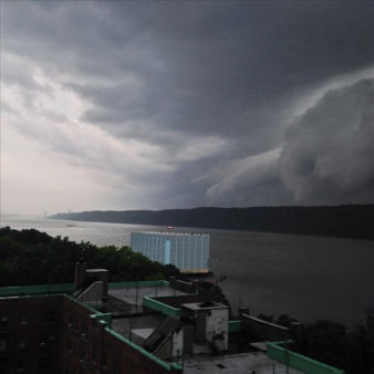 "<div class=""meta image-caption""><div class=""origin-logo origin-image ""><span></span></div><span class=""caption-text"">Photo taken looking south with the Palisades on the right.  Taken from Yonkers, NY. (WABC Photo/ WABC)</span></div>"