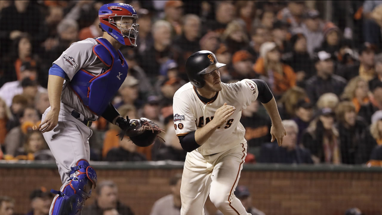 Giants' Conor Gillaspie hits a run-scoring single against the Cubs during the fifth inning of Game 4 in San Francisco, Tuesday, Oct. 11, 2016. (AP Photo/Marcio Jose Sanchez)