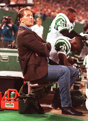 "<div class=""meta image-caption""><div class=""origin-logo origin-image ap""><span>AP</span></div><span class=""caption-text"">Former New York Jets defensive end Dennis Byrd watches the Jets play the Chicago Bears Sept. 25, 1994 at Giants Stadium, East Rutherford, N.J. (AP)</span></div>"