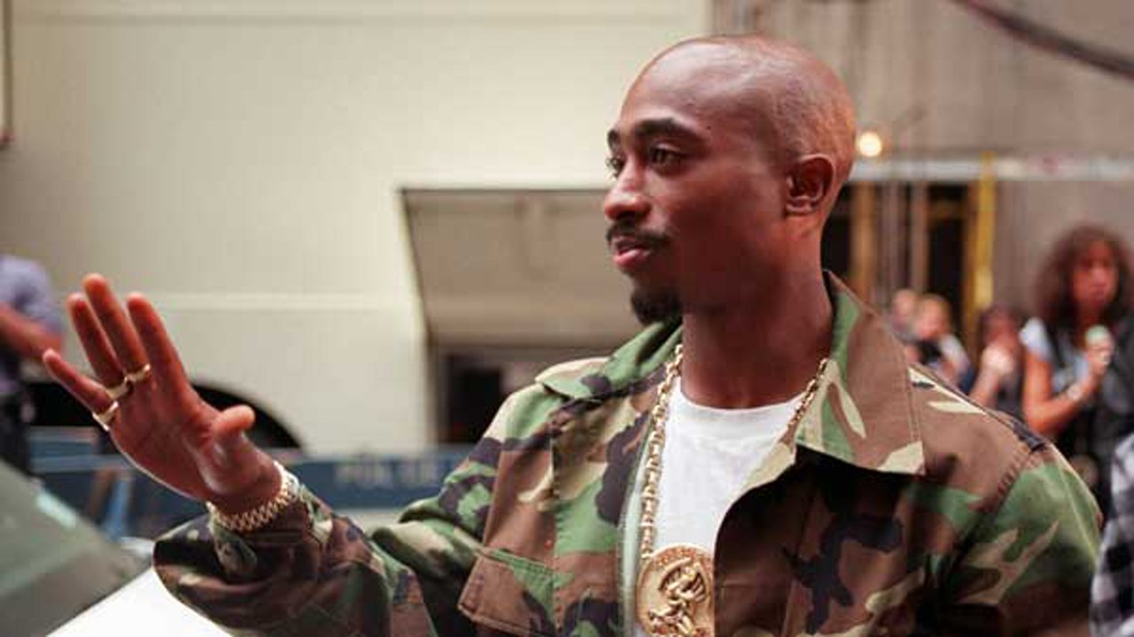 Rapper Tupac Shakur arrives at New York's Radio City Music Hall, Wednesday, Sept. 4, 1996.