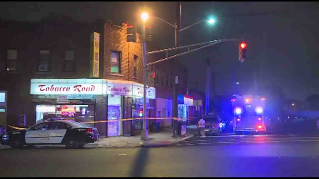 Man Holds Up Garfield Tobacco Road Store Is Shot Abc7 New York