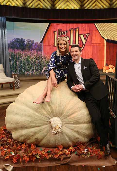 <div class='meta'><div class='origin-logo' data-origin='none'></div><span class='caption-text' data-credit=''>October 21, 2016: Souderton High School teacher Richard Curtis got his wish: he co-hosted Live! With Kelly Friday morning on 6abc.</span></div>
