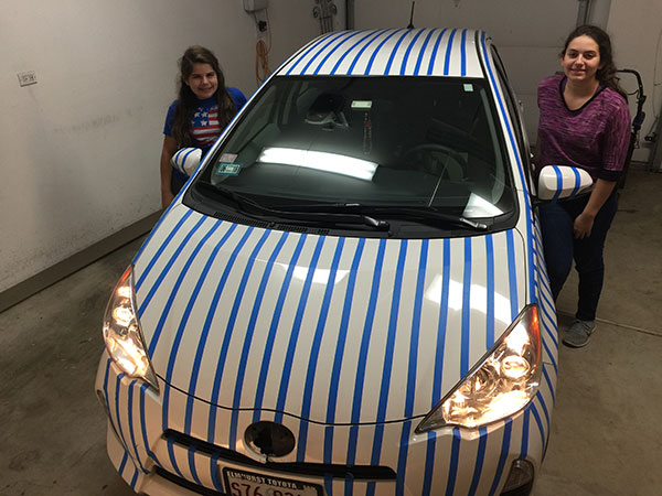 "<div class=""meta image-caption""><div class=""origin-logo origin-image none""><span>none</span></div><span class=""caption-text"">Azucena and Nicoletta decorate their father's car to demonstrate their support for the Chicago Cubs. (Peter Sodini)</span></div>"
