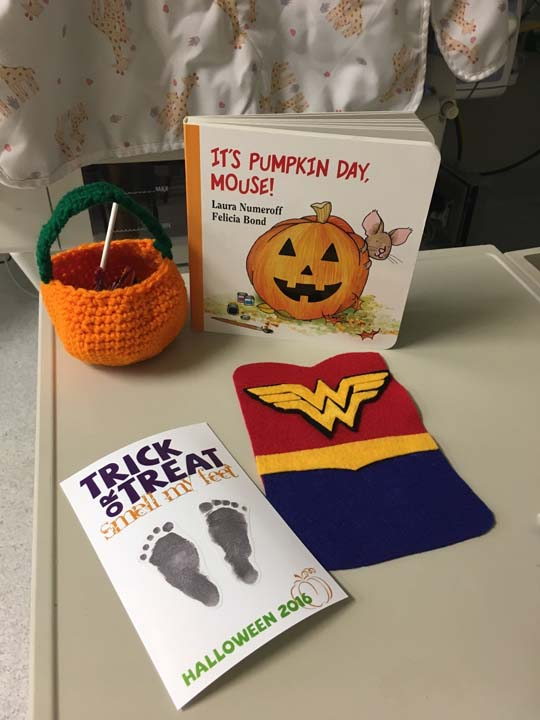 "<div class=""meta image-caption""><div class=""origin-logo origin-image kabc""><span>kabc</span></div><span class=""caption-text"">In addition to the costumes, the babies received a footprint card, a crocheted pumpkin for candy, and a Halloween book (Saint Luke's Hospital)</span></div>"