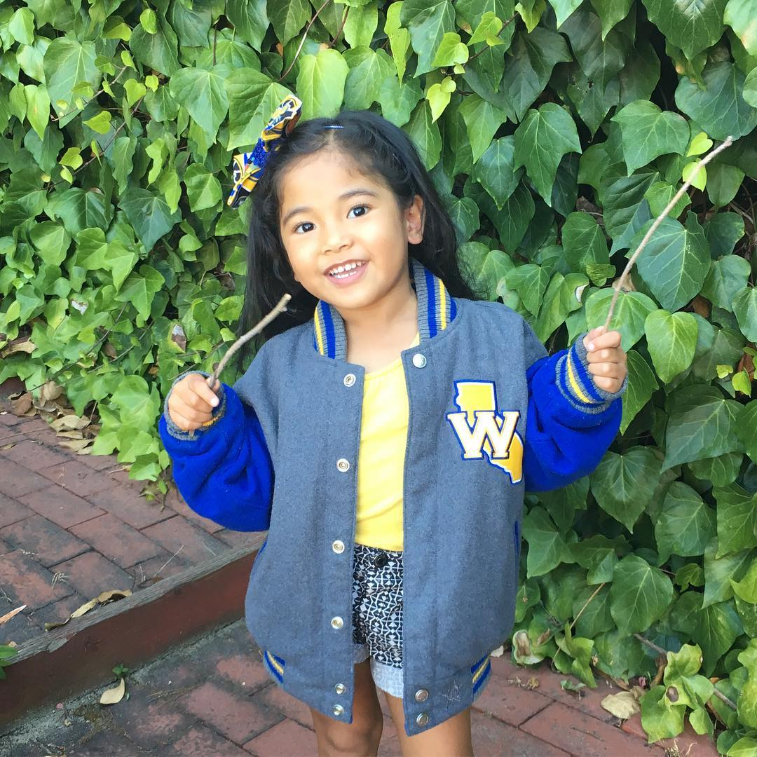 "<div class=""meta image-caption""><div class=""origin-logo origin-image none""><span>none</span></div><span class=""caption-text"">Warriors fans are showing their Golden State pride by sending their photos to ABC7 with #DubsOn7. Go Warriors! (@evanuimanuia/Instagram)</span></div>"