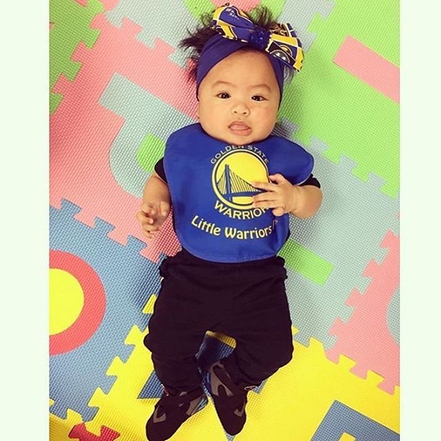 <div class='meta'><div class='origin-logo' data-origin='none'></div><span class='caption-text' data-credit='@qiqicoture/Instagram'>Warriors fans are showing their Golden State pride by sending their photos to ABC7 with #DubsOn7. Go Warriors!</span></div>