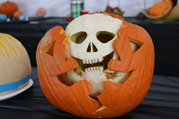 "<div class=""meta image-caption""><div class=""origin-logo origin-image ktrk""><span>KTRK</span></div><span class=""caption-text"">This is ""Splitskin"" by Mason Hart as part of Adcetera's 19th annual pumpkin carving contest.</span></div>"