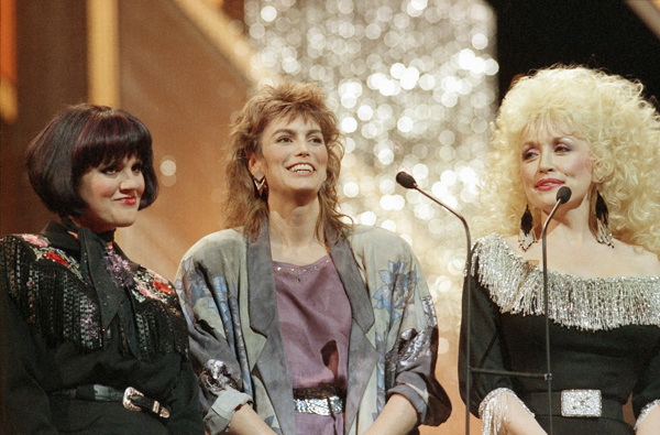 "<div class=""meta image-caption""><div class=""origin-logo origin-image ap""><span>AP</span></div><span class=""caption-text"">Linda Ronstadt, left, Emmylou Harris and Dolly Parton are shown together at the 20th annual Country Music Association awards show in Nashville. on Oct 13, 1986. (AP Photo)</span></div>"