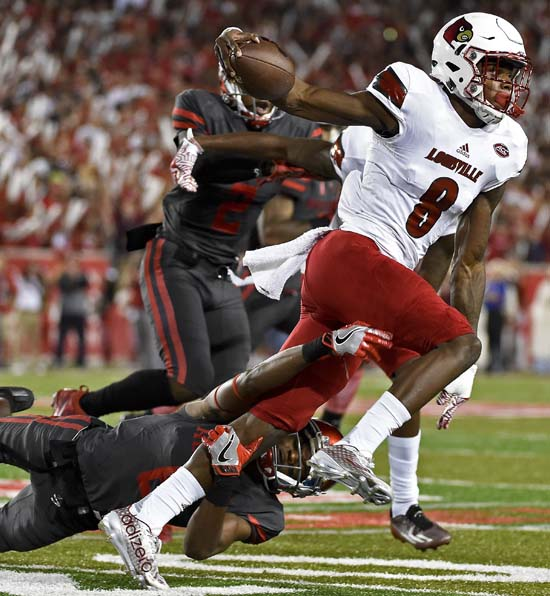 "<div class=""meta image-caption""><div class=""origin-logo origin-image ap""><span>AP</span></div><span class=""caption-text"">Louisville quarterback Lamar Jackson (8) is tackled by Houston cornerback Howard Wilson (6) during the first half. (AP Photo/Eric Christian Smith)</span></div>"