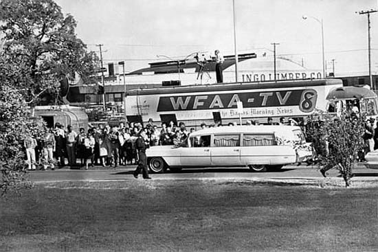 "<div class=""meta image-caption""><div class=""origin-logo origin-image none""><span>none</span></div><span class=""caption-text"">People are lining the streets as the hearse bearing the body of U.S. President John F. Kennedy leaves Parkland Hospital in Dallas to be flown to Washington, D.C., on Nov. 22, 1963 (AP Photo/XCB)</span></div>"