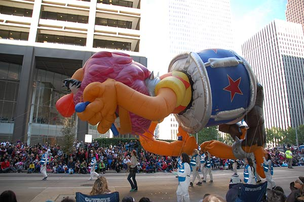 "<div class=""meta image-caption""><div class=""origin-logo origin-image none""><span>none</span></div><span class=""caption-text"">Thousands filled the streets for the 2016 Houston Thanksgiving Day Parade, featuring bands, dancers and balloons to celebrate the holiday season.</span></div>"