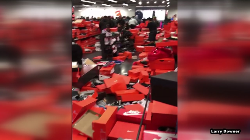 Contando insectos viudo Lirio  OH NO! Shoppers demolish Nike Store in Black Friday craze - ABC13 Houston