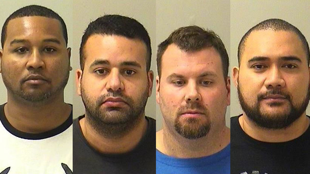 4 Illinois Youth Center-St. Charles guards indicted