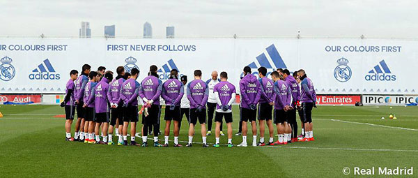 """<div class=""""meta image-caption""""><div class=""""origin-logo origin-image none""""><span>none</span></div><span class=""""caption-text"""">The Real Madrid soccer team shared of photo of a moment of silence they took on Tuesday following a plane crash that killed members of the Brazilian soccer team Chapecoense. (Real Madrid C.F. /Twitter)</span></div>"""
